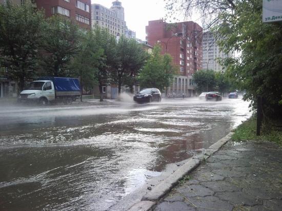 Потоп на ул. Декабристов (г. Екатеринбург)