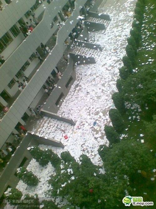 Китайские студенты празднуют окончание сессии